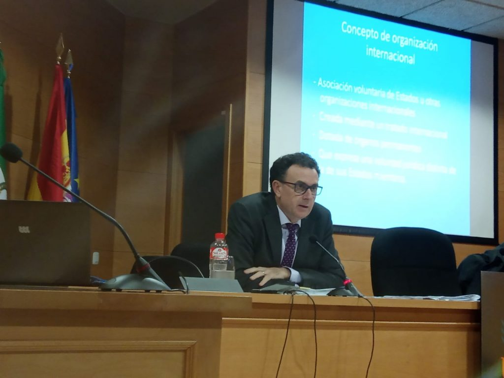 """SEMINARIO DEL PROF. DR. LUIS HINOJOSA MARTÍNEZ """"Salidas profesionales en organismos internacionales"""", 17 enero 2020"""